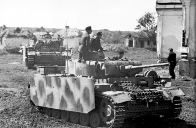 You can see the armor skirting protecting the hull and turret sides of this Panzer III. Image links to Wikipedia reference page.